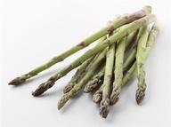 51 – El espárrago es rico en ácido fólico, que mejora la salud cardiovascular, y en potasio, que aumenta los niveles de energía. Esta verdura también contiene inulina, otro compuesto que se cree promueve la aparición de bacterias buenas en el intestino.