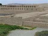 46 – (1534)  Francisco Pizarro había mostrado gran interés por conocer el principal oráculo, el lugar religioso más venerado de la costa del Perú, donde residía el muy poderoso Dios Pachacamac, la divinidad que hablaba, el que conocía el pasado y el futuro y por lo tanto constituía el principal oráculo del Imperio del Tawantinsuyo.