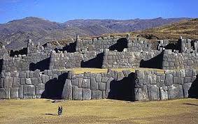 """25 - Para conseguir este fin el virrey, acompañado por Sarmiento, al que había nombrado cosmógrafo general de los reinos del Perú, recorrieron el país. Sarmiento entre los años 1570 y 1572 continuó viajando por los poblados tomando declaraciones a los sucesores de los incas y de acuerdo con ellas escribió la """"Historia de las Indias"""""""