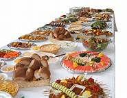 01 BUFFETS - Un bufé o bufet (del francés, buffet) es una comida servida y dispuesta generalmente sobre una mesa, junto con su cubertería, que consiste principalmente en que los comensales se sirven a discreción de los alimentos.