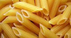 02 - MACARRONES - El macarrón es un tipo de pasta confeccionado con agua, harina de trigo y, a veces, huevo, que suele tener forma de tubo alargado, conocidos como plumas
